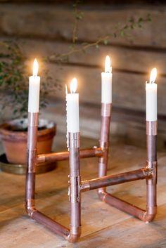 Se hvordan du kan lage din egen lysestake av kobberrør: http://www.rom123.no/ide/kan-du-se-hva-den-er-laget-av/
