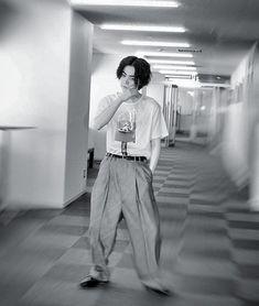 いいね!26件、コメント1件 ― ダースーコレクションさん(@sudamasa_221)のInstagramアカウント: 「. わりとまじでもお会いたすぎてムリ。 とりあえず1時までは気持ち落ちつかないわーーーーーー #早く1時になれ#菅田将暉#オールナイトニッポン#雨が上がる頃に」 Japan Fashion, Boy Fashion, Mens Fashion, E Dawn, Boy Models, Japanese Boy, Japanese Artists, Celebs, Celebrities