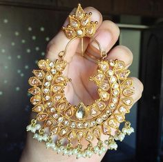 Elegant chandbalis for a perfect bride Indian Accessories, Jewelry Accessories, Jewelry Design, Traditional Earrings, Indian Earrings, India Jewelry, Jewelry Patterns, Beautiful Earrings, Wedding Jewelry