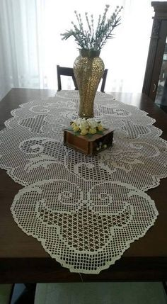 pl - Odkrywaj, kolekcjonuj, kupuj (With images) Crochet Table Topper, Crochet Table Runner Pattern, Crochet Tablecloth, Crochet Doilies, Crochet Books, Crochet Home, Lace Runner, Filet Crochet Charts, Fillet Crochet