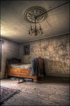 Abandoned at Bedtime ~ #photography #urban #exploring