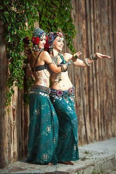 Belly Dancing Classes In San Antonio Tribal Fusion, Belly Dance Outfit, Belly Dance Costumes, Tribal Costume, Belly Dancing Classes, Tribal Belly Dance, Argentine Tango, Ballroom Dance Dresses, Dance Choreography