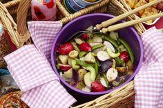 Potatissallad med sockerärter och rödlök i vinägrett - Mitt kök