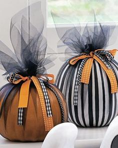 Create your own stylish and festive pumpkin display in your home this Halloween without the mess of carving with the Pumpkin Decorating Kit.