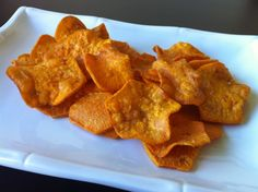Sweet Potato Chips fried with Coconut Oil / @Healy Real Food Vegetarian / http://www.healyrealfoodvegetarian.com/sweet-potato-chips-fried-with-coconut-oil/
