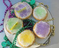 Hezzi-D's Books and Cooks: King Cupcakes for Mardi Gras Cupcake Recipes, Cupcake Cakes, Dessert Recipes, Candy Cakes, Frosting Recipes, Cup Cakes, Mardi Gras Food, Mardi Gras Party, Holiday Treats