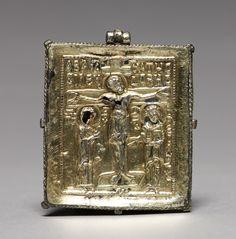 Enkolpion with the Crucifixion, silver gilt and cloisonné enamel, Byzantium (ca.1080-1120) - Cleveland Museum of Art