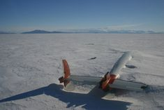 Fotógrafos registram os 35 lugares abandonados mais bonitos do mundo: 12:35 Os restos do Pegasus em McMurdo Sound, Antártida.