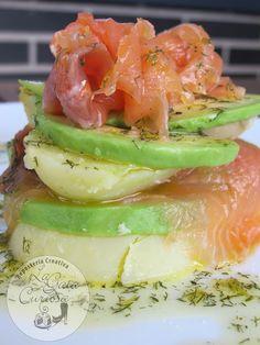 Ensalada de patata, aguacate y salmón