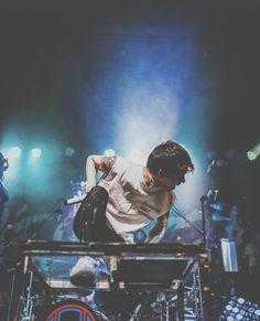 Listen to every One OK Rock track @ Iomoio Takahiro Moriuchi, One Ok Rock, Rock Bands, Idol, Japanese, Cool Stuff, Concert, Cute, Screens