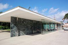 Padiglione Barcellona, Mies Van Der Rohe, riproduzione del 1986 del padiglione originale del 1929. Parete in marmo antico di Vert