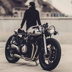 CB750 Cafe Bike, Cafe Racer Motorcycle, Motorcycle Style, Honda Cb750, Honda Motorcycles, Vintage Cafe, Vintage Bikes, Cb400 Cafe Racer, Harley Davidson