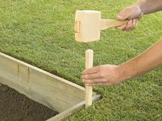 How to Lay a Concrete Paver Patio | how-tos | DIY #patio #backyard