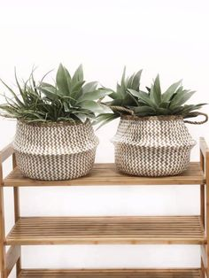 Storage basket made of natural hand-woven sea rush, Ideal as a decorative object, laundry basket, plant pot holder or wastepaper basket, Can be used in the bathroom, office or living room Handcrafted Creation and Authenticity: unique hand-woven piece, Slight variations in shape and colour of the natural fibre