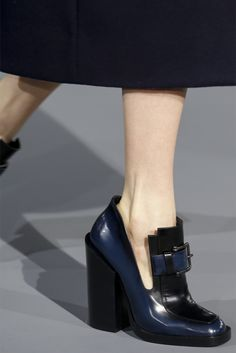 Jil Sander Fall 2013 Ready-to-Wear Fashion Show Details Jil Sander, Mode Shoes, Shoe Closet, Shoe Dazzle, Beautiful Shoes, Designer Shoes, Me Too Shoes, Heeled Mules, Fashion Shoes