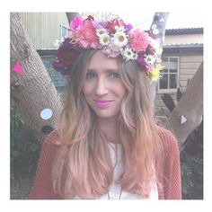 TAYLOR! we should all wear big flower halos on our heads!!!! mm hmmm oh yea.