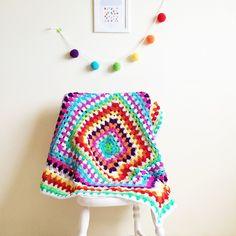 Mantinha de crochê Granny - frete grátis. Muita cor e amor em uma manta só!
