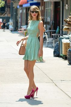 Taylor Swift Photos  - Taylor Swift Heads Out for the Day - Zimbio