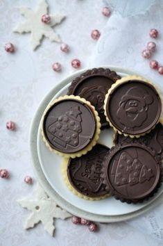 Nem elég, hogy keksz, nem elég, hogy csokis, de még nyomtam közé egy kis nutellát is. Csak a biztonság kedvéért. Felér egy kisebb szelet tortával és gasztroajándéknak is tökéletes