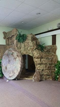 Palm Sunday Altar Arrangement | Palm Sunday Decorations Christ Tomb, Jesus Tomb, Easter Play, Easter Story, Church Altar Decorations, Church Stage Design, Palm Sunday, Church Crafts, Le Far West