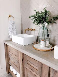 Modern Rustic Farmhouse Bathroom This DIY bathroom makeover was done by adding a concrete countertop Modern Farmhouse Bathroom, Modern Bathroom Decor, Bathroom Styling, Bathroom Interior Design, Rustic Farmhouse, Rustic Wood, Bathroom Sink Decor, Bathroom Organization, Cozy Bathroom