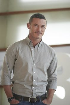 Luke Evans Photos - 63rd San Sebastian Film Festival  Celebrities - Day 4 -  Zimbio bb101537e024a
