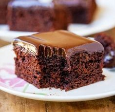 Cei mai mulți dintre noi nu avem timp de aventuri culinare, și de aceea avem tendința să alegem doar acele rețete recomandate de un prieten sau moștenite din familie. Prăjitura cu ciocolată de mai jos a fost catalogată ca fiind cea mai bună din lume, și totodată cel mai ușor și rapid de preparat. Este o rețetă care aparține francezilor.