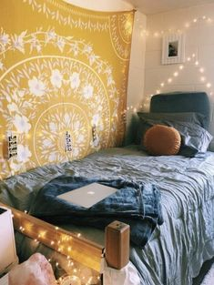 Loving these cute dorm rooms and dorm decor ideas! If you need ideas for cute dorm rooms, here are tons of cute dorm room decor ideas that will give you inspiration! These chic and cute dorm room ideas are affordable and perfect for a student budget. Dream Rooms, Dream Bedroom, Home Decor Bedroom, Modern Bedroom, Master Bedroom, Girls Bedroom, Pretty Bedroom, Bedroom Bed, Master Suite