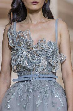 Elie Saab Fall 2018 Couture Fashion Show Details. All the Fall 2018 Couture fashion shows from Paris Couture Fashion Week in one place. Gala Dresses, Couture Dresses, Fashion Dresses, Elie Saab Dresses, Club Dresses, Elie Saab Couture, Haute Couture Fashion, Runway Fashion, Fashion Show