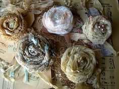 Lace roses to embellish tops, sweaters, gloves, scarves, purses