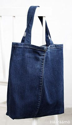 Kassi farkkujen lahkeista - Most Beautiful Bag Models 2019 Diy Jeans, Denim Tote Bags, Denim Purse, Jean Purses, Diy Bags Purses, Denim Crafts, Diy Handbag, Recycled Denim, Bag Patterns To Sew