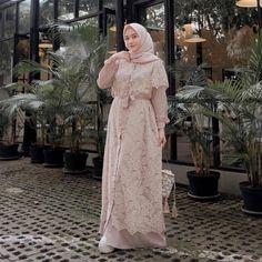 Harga Bahan: moscrepe mix brukat Ukuran : All Size =================. by Baju Murmer Muslimah Wedding Dress, Hijab Wedding Dresses, Dress Brokat, Kebaya Dress, Muslim Fashion, Hijab Fashion, Fashion Dresses, Hijabi Gowns, Hijab Dress Party