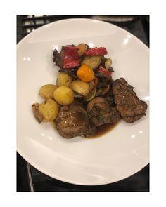 λαχανικά Delicious Dishes, Yummy Food, Pot Roast, Thanksgiving Recipes, Meat Recipes, Steak, Pork, Beef, Ethnic Recipes