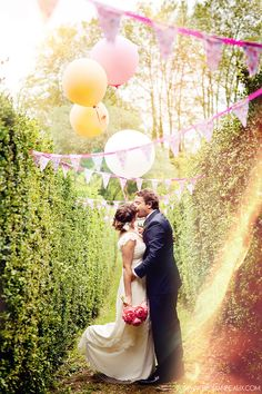 whimsical boho wedding at Chateau du Croisillat, Toulouse 31. Photographer : Floriane Caux www.florianecaux.com  #balloons, #wedding #love #couple #photoshoot #light #fanions