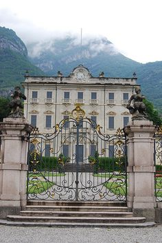 Lake Como - This villa is right on the lake and a short drive from my favorite village... Moltrasio.  This is a great spot for photos!!!!