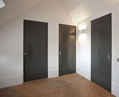 Piet Boon is one of the top interior designers of our time, being one of the most famous Dutch architects and interior designers. Grey Doors, Black Doors, House Doors, Room Doors, Door Design, House Design, Top Interior Designers, Internal Doors, Wooden Doors