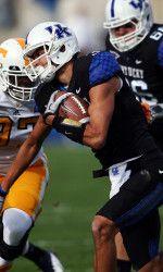In Matt Roark helped the UK Football team snap a losing streak to rival Tennessee. Uk Football Teams, University Of Kentucky Football, Kentucky Wildcats, Football Season, Football Helmets, Coaches Wife, Uk Athletics, My Old Kentucky Home, Tottenham Hotspur