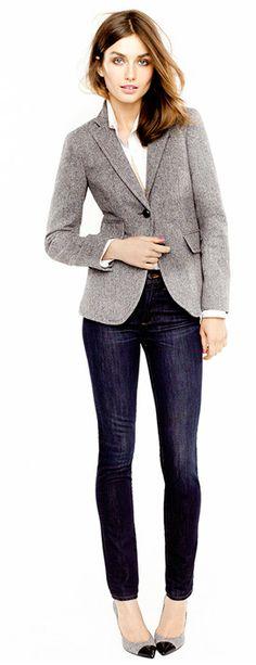 J Crew Grey blazer with dark wash denim jeans and heels. Blazer Outfits For Women, Blazers For Women, Casual Outfits, Gray Blazer Womens, Office Fashion, Work Fashion, Fashion Fashion, Fashion Styles, Fashion Beauty