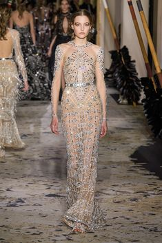See all the Zuhair Murad Haute Couture Spring 2018 looks from the runway.