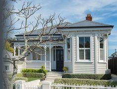 auckland renovated bungalow my style of house Bungalow Extensions, House Extensions, House Paint Exterior, Exterior House Colors, Bungalows, Style At Home, H Design, House Design, Auckland
