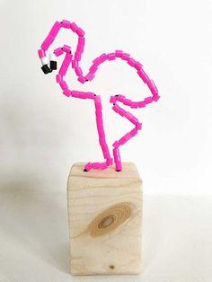 Knutselen met strijkkralen; 23x creatieve voorbeelden van flamingo's tot armband - Mamaliefde.nl Flamingo Craft, Frederique, Ecole Art, Hama Beads, Diy Crafts For Kids, Little Girls, Workshop, Fun, Gifts