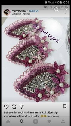 This Pin was discovered by Hic Needle Lace, Burlap Wreath, Crochet Stitches, Elsa, Furla, Diy And Crafts, Brooch, Beads, Ribbon