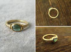 Modern gold ring with green tourmaline / nowoczesny złoty pierścionek z zielonym turmalinem, matowe złoto, minimalizm yuvel.pl