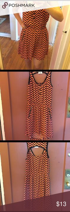 NWT peach zig zag patterned summer dress! New with tags and never worn. Cute peach/coral colored summer dress has buttons zippers and pockets! Dresses
