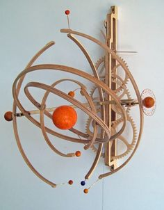 """Build your own wooden mechanical timekeeping masterpiece : """"Planets"""" Kinetic Sculpture Wooden Clock Plans, Wooden Gear Clock, Wooden Gears, Wood Clocks, Kinetic Toys, Kinetic Art, Woodworking Projects Plans, Diy Woodworking, 3d Prints"""