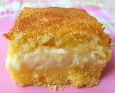 Yet another Brazilian delicious tradition! This is a great coffee cake! PS: fuba is better known as tapioca. Sweet Recipes, Cake Recipes, Sweet Corn Cakes, Baker Cake, Portuguese Recipes, Portuguese Food, Foods With Gluten, Food Cakes, Love Cake