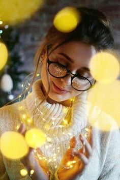 30 sparkling ideas for using fairy lights for your portrait – Feminine Buzz – girl photoshoot poses Fairy Light Photography, Cute Photography, Tumblr Photography, Creative Photography, Lovely Girl Image, Cute Girl Photo, Girl Photo Poses, Girls Image, Portrait Photography Poses