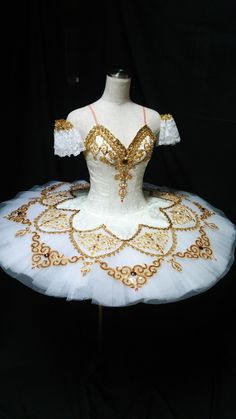 This highly professional Paquita tutu is absolutely stunning and will steal the attention when on stage! It can be used for other classical ballets as well, like for the role of Kitri in Don Quixote,