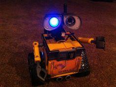 Imagem de Wall-e Project - Empurre brinquedo Modificado com um EZ-B - TUTORIAL
