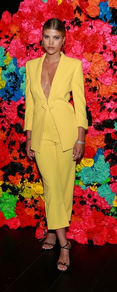 Sofia Richie made a colorful statement in a yellow Alice + Olivia blazer , gaucho pants and strappy sandals during a Pride celebration in New York City. Sofia Richie, Long Skirt Outfits, Cute Outfits, Summer Outfits, Emo Outfits, Modest Outfits, Lionel Richie, Celebrity Outfits, Celebrity Style
